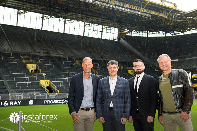 The legend of Borussia Dortmund Wolfgang de Beer, Business Development director for InstaForex Pavel Shkapenko, Business Development director of InstaForex for Asia Roman Tcepelev and CEO of Borusssia Carsten Cramer in front of the largest free-standing grandstand in Europe located in southern terrace of SingalIduna Park Stadium