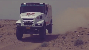 InstaForex Loprais Team: essai routier à travers le désert en Afrique